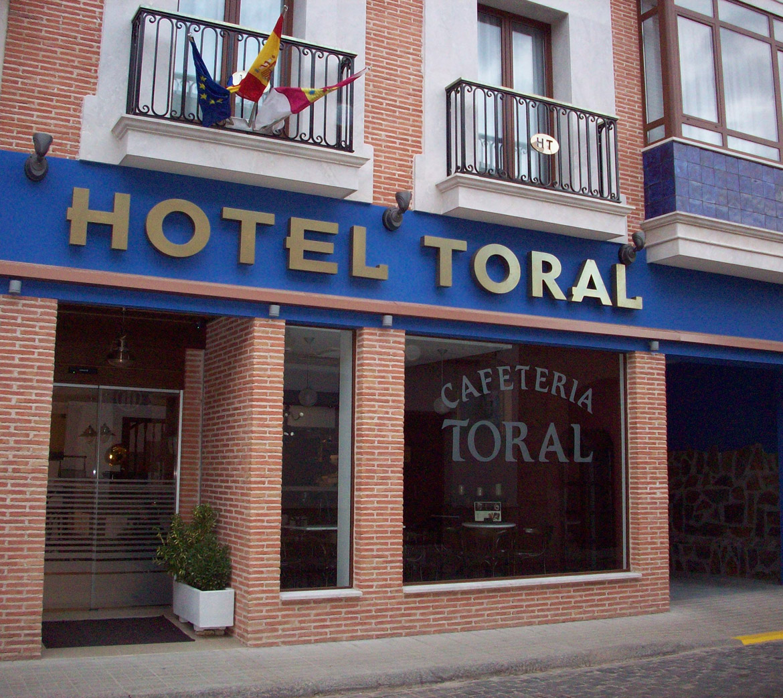 Fachada del Hotel Toral